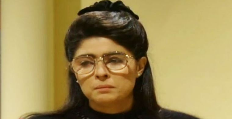 La protagonista de esta telenovela es Consuelo Villagrán García-Mora, una joven extremadamente tímida que ha sido apartada de sus amigos Desde niña, su madre, Doña Teresa García-Mora, y su hermano mayor, Carlos, la han hecho sentir estúpida y fea y ha utilizado a Consuelo como sirvienta.
